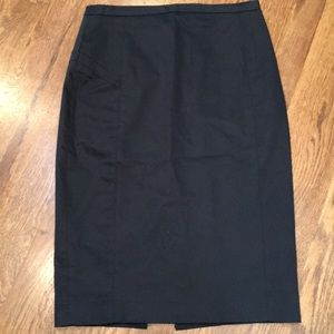 Express pencil skirt with side zip closure